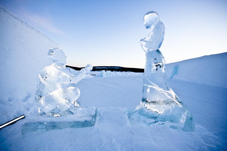 """Fotograf: Martin Smedsén Konstnär: AnnaSofia Mååg """"Couple in ice"""""""